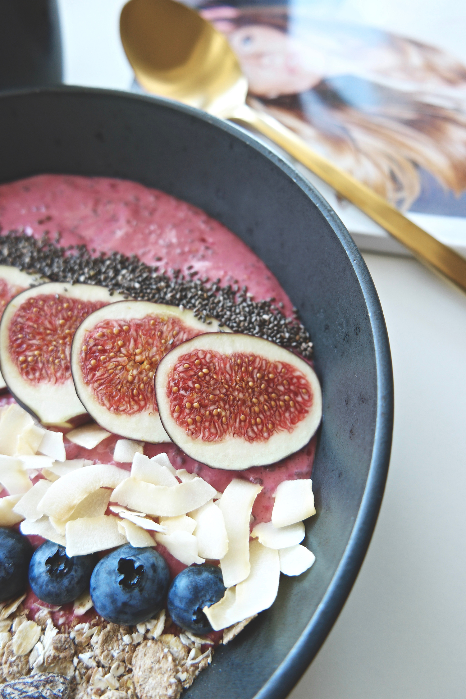 Raspberry & Banana Smoothie Bowl